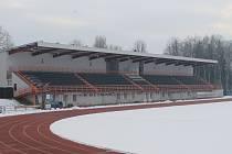 Šatny pro sportovce v zázemí tribuny atletického stadionu ve Vyškově napadla plíseň.