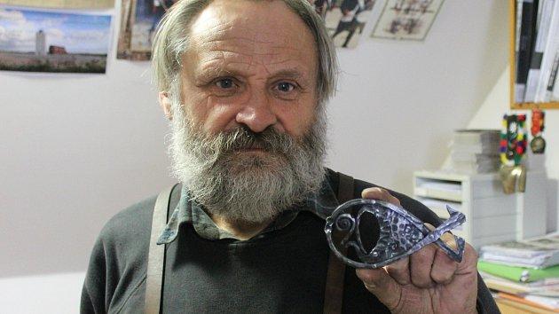 Umělecký kovář z Křenovic Oldřich Bartošek.