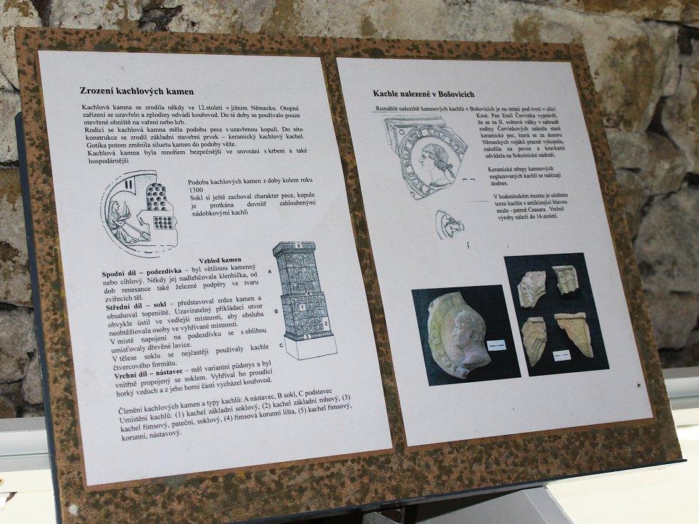 Uvařit sladká povidla, otevřít novou archeologickou expozici, zakopat schránku s dobovými artefakty. To stihli v sobotu Bošovičtí v areálu tamní fary.