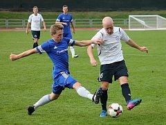 V utkání Moravskoslezské ligy porazili fotbalisté MFK Vyškov (v bílém) nováčka Jiskru Rýmařov 2:0.
