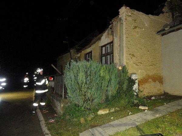 Hroutící se dům vLovčičkách naštěstí nikoho nezranil