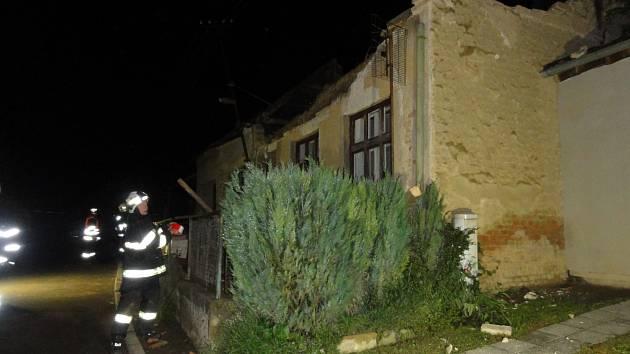 Hroutící se dům v Lovčičkách naštěstí nikoho nezranil