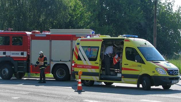 Na místě nehody zasahovali hasiči i záchranná služba.