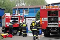 Ve firmě Dina-Hitex vybuchlo opravované potrubí. Evakuováno bylo 77 lidí.