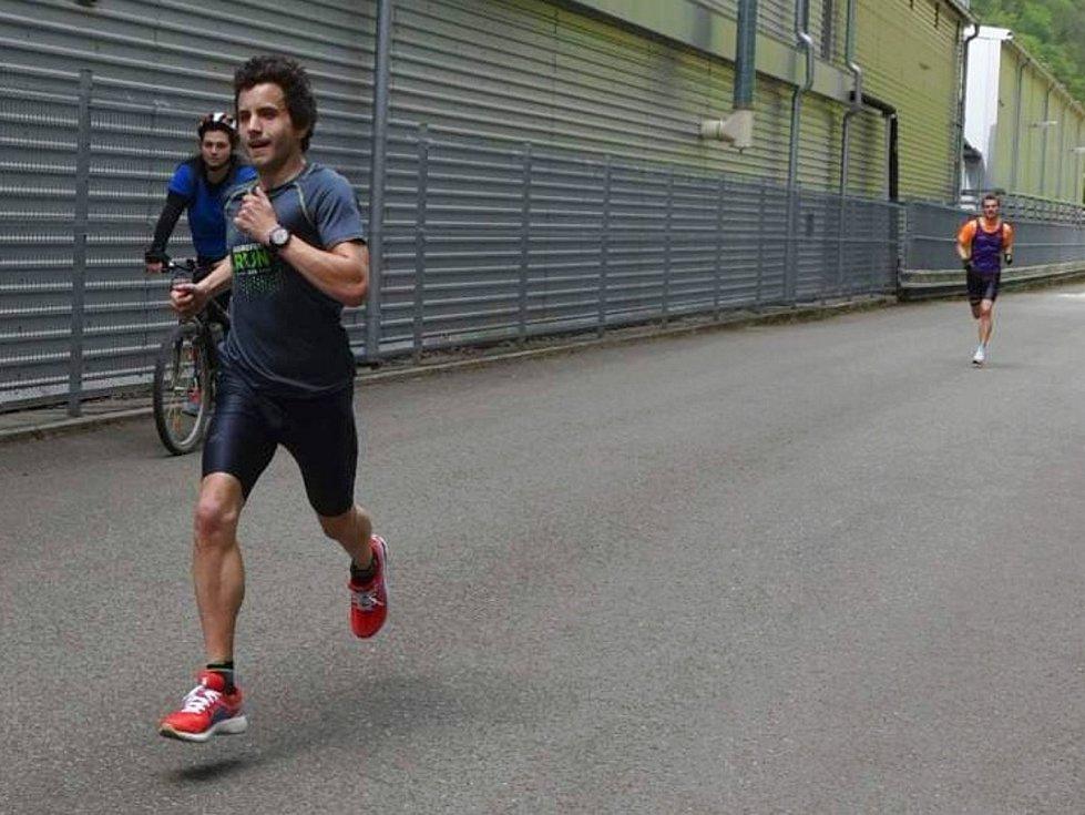 """Šestým jarním testem běžců AK Drnovice a jejich """"hostů"""" byl Běh údolím Svitavy v Adamově. Mezi muži zvítězil Pavel Dvořák."""