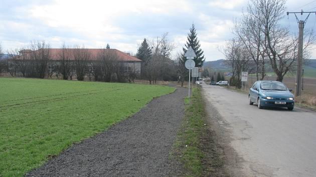 Chodník postavený načerno v Bučovicích