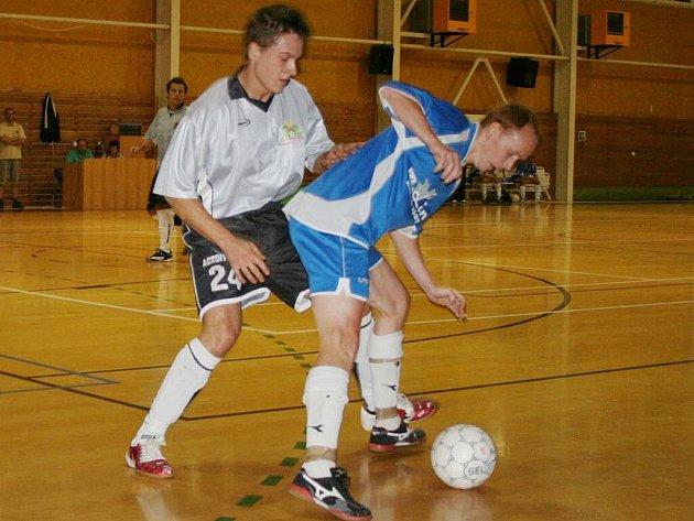 Futsal, divize E: Pivovar Vyškov vs. Boss Lino Brno (v modrém)