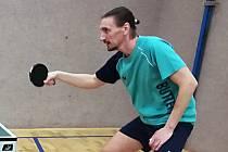 Mladé stolní tenisty přijel do  Vyškova otestovat několikanásobný  mistr republiky Dima Prokopcov.