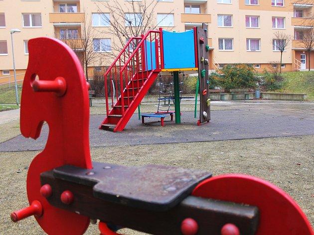 Vyškov dá i letos miliony korun na obnovu hracích prvků a dětských hřišť. Vyškované to vítají. Někde ale vidí rezervy: třeba na Osvobození.