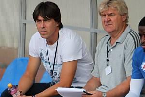 Bývalý stoper Slovácka a Brna Jan Trousil (vlevo) vede společně s asistentem Josefem Mazurou fotbalisty třetiligového Vyškova..