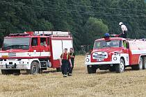 Šest hasičských jednotek vyjelo v pondělí o půl čtvrté odpoledne likvidovat požár pole u Račic-Pístovic.