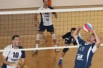V okresním derby druhé ligy volejbalistů se domácí TJ Holubice rozešla se Sokolem Bučovice smírem po výsledcích 1:3 a 3:1.