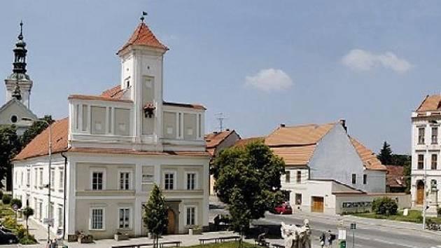 Náměstí v Rousínově na Vyškovsku.