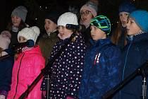 150 lidí zpívalo koledy v Bučovicích