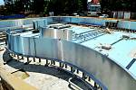 Stavební práce u víceúčelového bazénu vyškovského akvaparku jsou hotové. Rekonstrukce venkovního areálu pokračuje. Foto: MĚSTO VYŠKOV