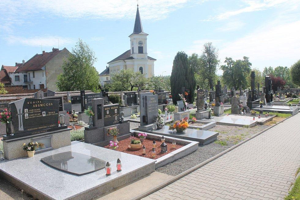 Hřbitov v Drysicích.
