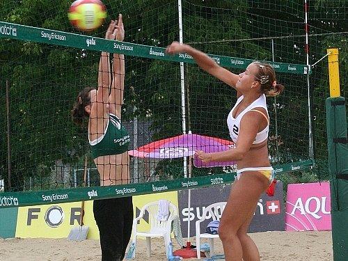Nejlepší beachvolejbalové ženské a mužské páry se znovu objeví na slavkovských kurtech. Diváci si tak opět přijdou na své.