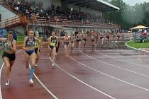 Mladí atleti bojovali na mistrovství Moravy a Slezska družstev ve Vyškově nejen se soupeři, ale i s počasím.