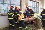 Hasiči pomáhali při záchraně zraněného muže v Pustiměři.