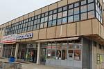 Vyškovský Prior vznikl v Brněnské ulici na konci sedmdesátých let minulého století. Od té doby se na jeho exteriéru příliš mnoho nezměnilo, zásadních úprav se nedočkaly ani vnitřní prostory budovy.