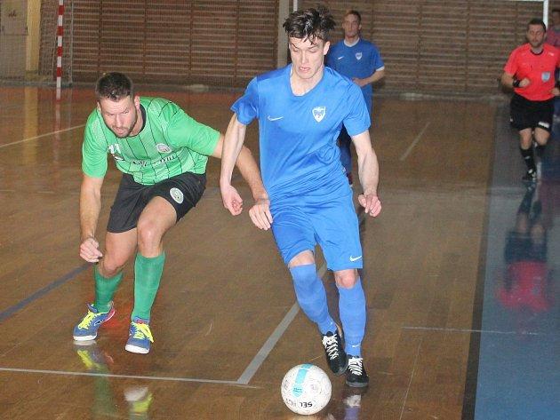 V posledním kole východní skupiny II. futsalové ligy porazil Amor Lazor Vyškov (modré dresy)  Žabinské Vlky Brno 4:2.