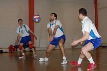 Na turnaji v Holubicích se z konečného triumfu radovali domácí volejbalisté, když v šesti zápasech ztratili pouze jedný set s druholigovým Drásovem.