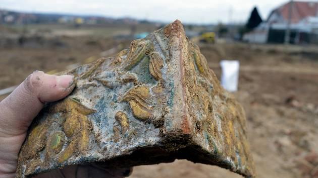 Fragment římsového kamnového kachle ze zaniklé hospody Gerňa.