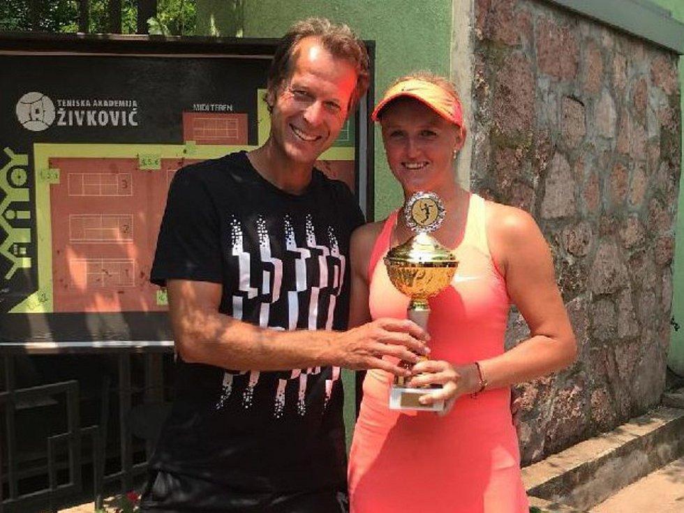 Tenistka z Otnic letos slavila největší úspěchy své dosavadní kariéry. Hraje za TC Brno a jejím trenérem je Ctislav Doseděl.
