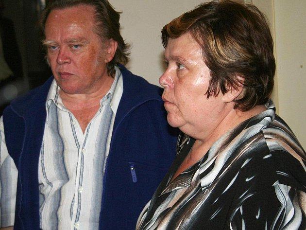 Manželé Rosnerovi u Okresního soudu ve Vyškově.