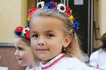 Na letošních Václavských hodech stárci a stárky z Ruprechtova zatančili českou besedu. Publikum potěšilo i vystoupení dětí.