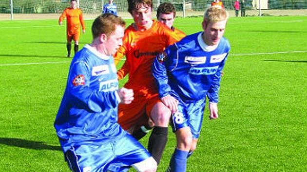 První kolo Fortuna ligy se neslo ve znamení proher hostů. V tomto zápase tento fakt potvrdili i na půdě Mohelnic hrající fotbalisté Vyškova (v modrém).