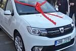 Terénní pracovníci vyškovské Piafy nyní jezdí za klienty novým autem.