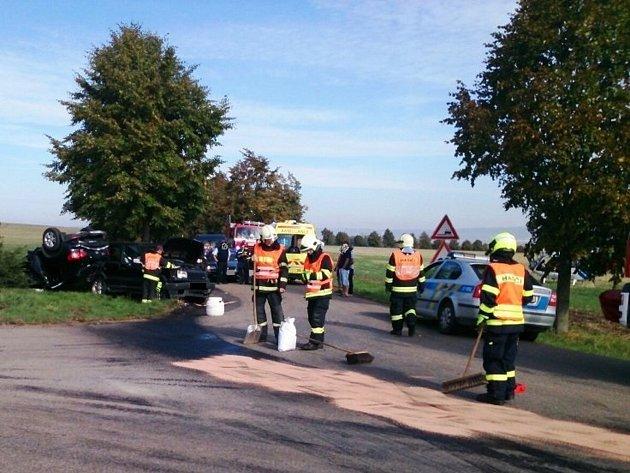 Na silnicích regionu se bouralo ivsobotu. Při nehodě dvou osobních aut uZbýšova byli zranění dva lidé.