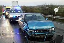 Tři osobní auta se střetla v neděli po čtvrté hodině odpoledne v Rousínově.