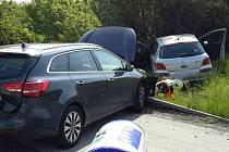 Nehoda čtyř osobních aut zbrzdila v sobotu dopoledne provoz na dálnici D1 ve směru na Ostravu. Ke střetu došlo před půl desátou v katastru obce Rousínov. V péči záchranářů skončilo pět lidí.