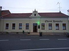 Obecní hospoda v Hruškách.