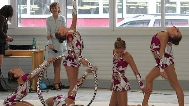 Vyškovské moderní gymnastky na  mistrovství České republiky v Praze ukázaly, že opět patří mezi špičku. Dívky v kategorii naděje jsou držitelkami stříbrných medailí.