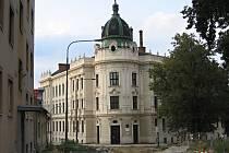 Vyškovské gymnázium letos sundá ze střechy komíny.