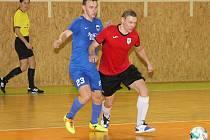 V divizní skupině E hostil poslední Nasan Brno (červené dresy)  lídra tabulky FC Kloboučky. Favorizovaní hosté vyhráli 6:3.