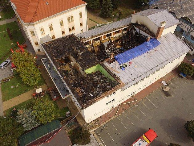 Takto vypadal před dvěma lety drnovický kulturní dům po rozsáhlém požáru.