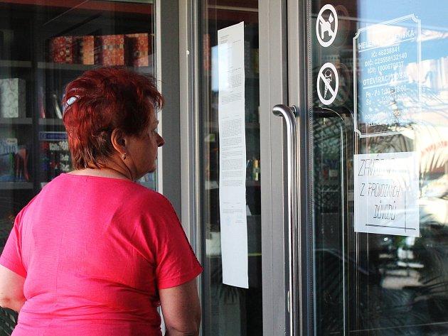 První prodejna, kterou uzavřela finanční správa v Jihomoravském kraji se nachází ve Slavkově u Brna. Její provozovatelka Helena Hlásenská ani půl roku po zavedení elektronické evidence tržeb nepořídila registrační pokladnu.