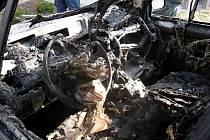 Noční požár auta v Nádražní ulici ve Vyškově způsobil škodu dvě stě tisíc.
