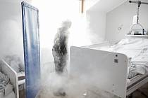 Simulace kouře na pokoji klienta Domova s úsměvem.