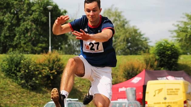 Slavkovský devítiboj je jednodenní akce určená hlavně amatérským sportovcům. Někteří se s atletikou setkali naposledy, když seděli ve školních lavicích.