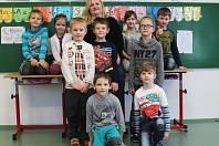 Žáci první třídy ze ZŠ Moravské Málkovice s paní učitelkou Ivou Jenerálovou.