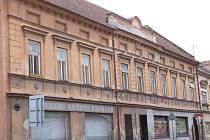 Dva domy ve Slavkovské ulici v Bučovicích, které byly před lety prohlášeny za památky, jsou ve stále žalostnějším stavu.
