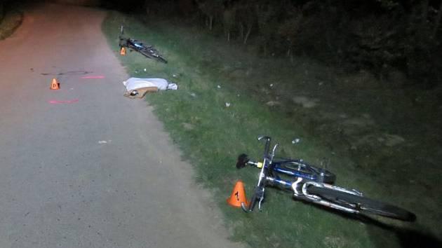 Na silnici mezi Ivanovicemi na Hané a Těšicemi došlo v neděli večer ke srážce dvou cyklistů, Jeden z nich navíc nebyl osvětlen.