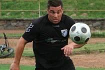 Fotbalista Oldřich Strnad odešel ze Slavkova na hostování do Framozu Rousínov a hned se uvedl gólem.
