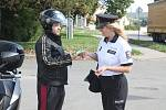 Policisté kontrolovali motorkáře.