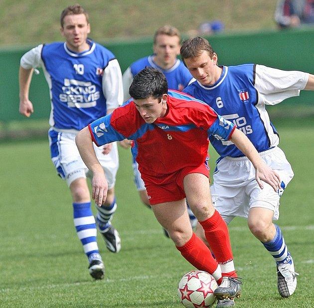 Vyškov vloni vypadl v prvním kole poháru až po penaltách v zápase s Líšní. Ani letos moc šancí na postup nemá. Na hřiště oslabeného  Rostexu totiž zavítá favorit druhé ligy Slovácko.